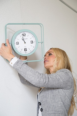 Hanging a clock with STAS dibond hanger